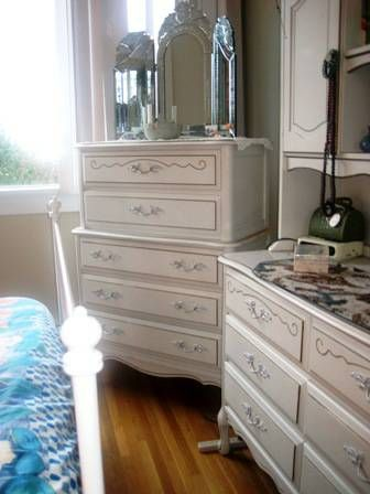 Good Baronet French Provincial Furniture, (8) Pieces. White With Gold Detailing.  Circa