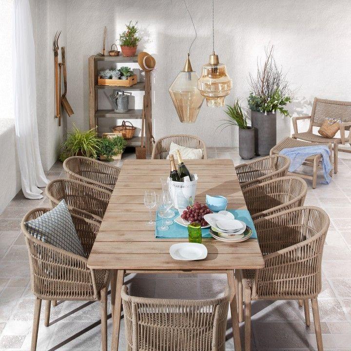 Un tavolo fisso di grandi dimensioni per l'esterno per i ...