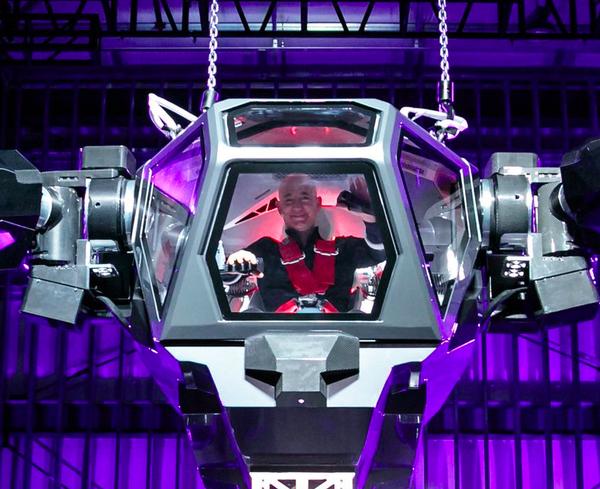 """La felicidad de Jeff Bezos al probar el """"juguete"""" más grande del mundo - https://www.vexsoluciones.com/tecnologias/la-felicidad-de-jeff-bezos-al-probar-el-juguete-mas-grande-del-mundo/"""