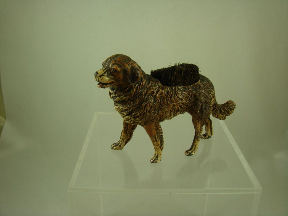 Fountain pen wipe in form of large dog made of resin