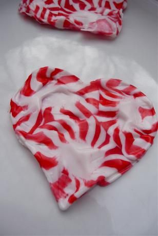 Peppermint Hearts - Melt your mints into a sweet heart for your sweetheart.