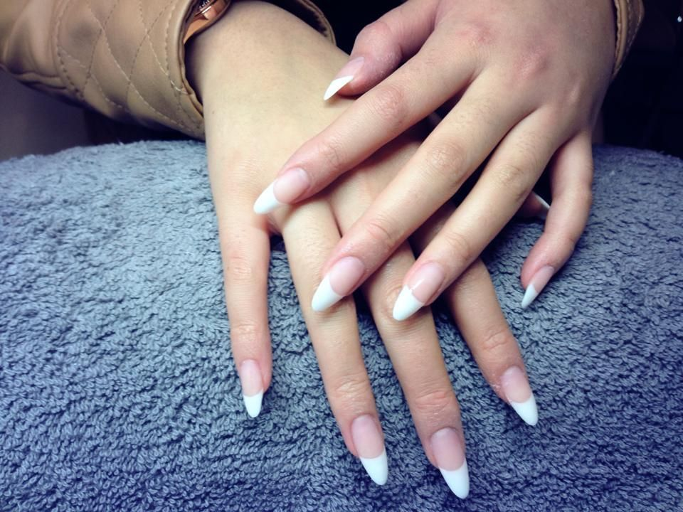 Simple And Good Acrylicnailsdesigns French Acrylic Nails Gel Nails French Almond Shape Nails