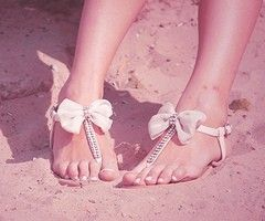 Bowed & jeweled sandals. ♥