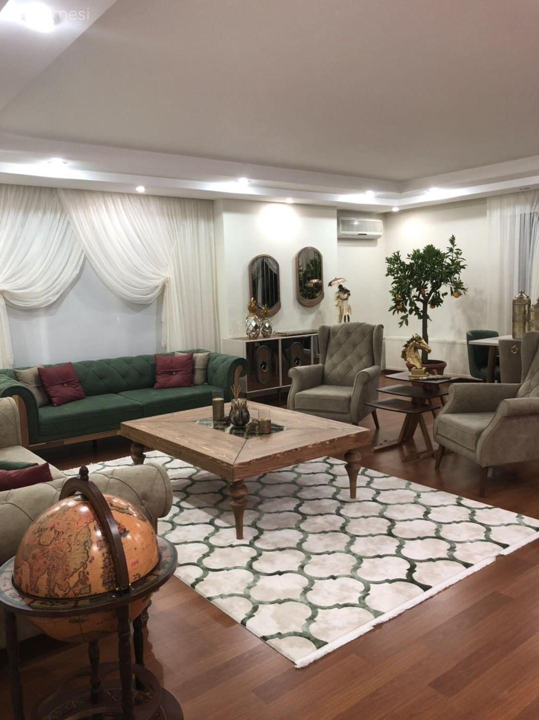 Photo of Salon Değil Sanki Galeri. Aksesuarlarıyla Kimlik Kazanan Bir Ev | Ev Gezmesi