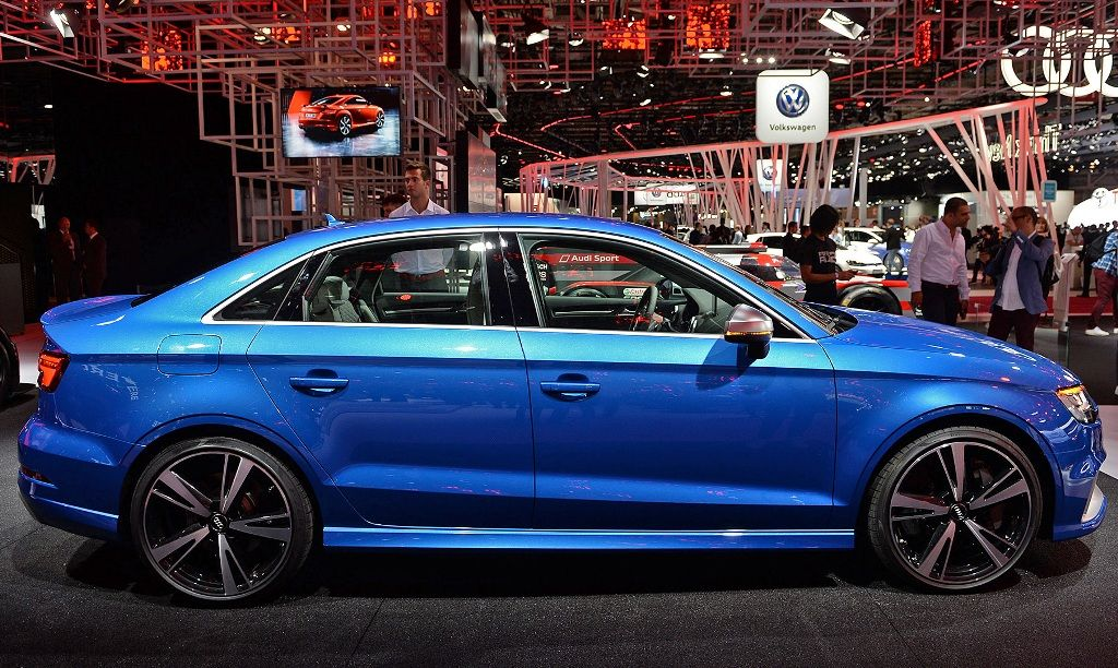 2018 Audi blue color, right side view