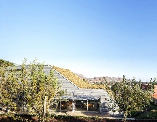 House on a hillside / Virgilio Gutiérrez Herreros