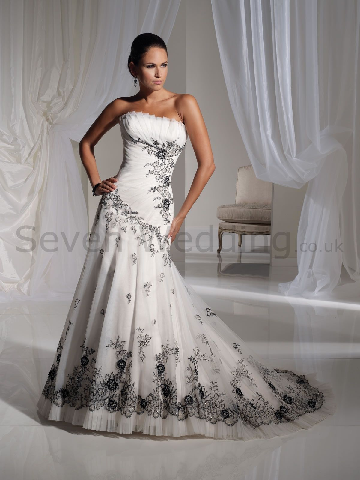 Beautiful black and white wedding dress wedding inspiration beautiful black and white wedding dress ombrellifo Choice Image