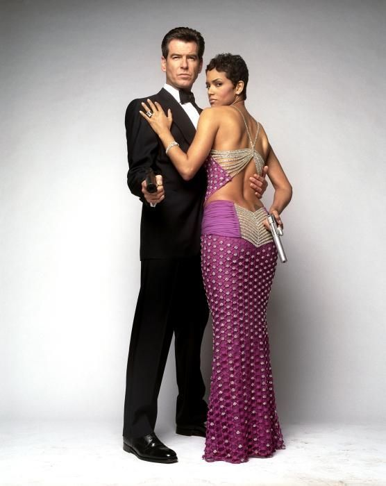 ed05b7be5328 Pin by Zem Sookudom on Collection Mood Board   Halle berry, James bond  movies, Bond girls