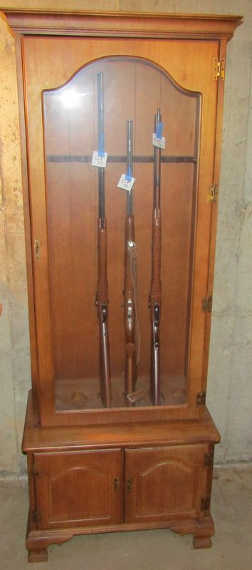 Maple Gun Cabinet 74tx28wx165d Has Locking Glass Door But
