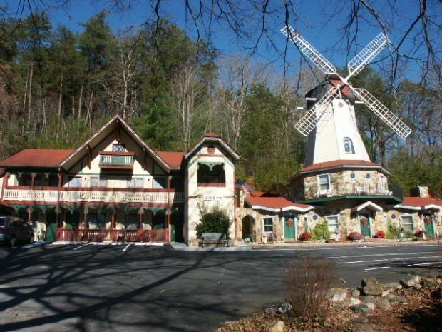 Heidi Motel Helen Ga You Can Book A Stay Inside The Windmill So Cool