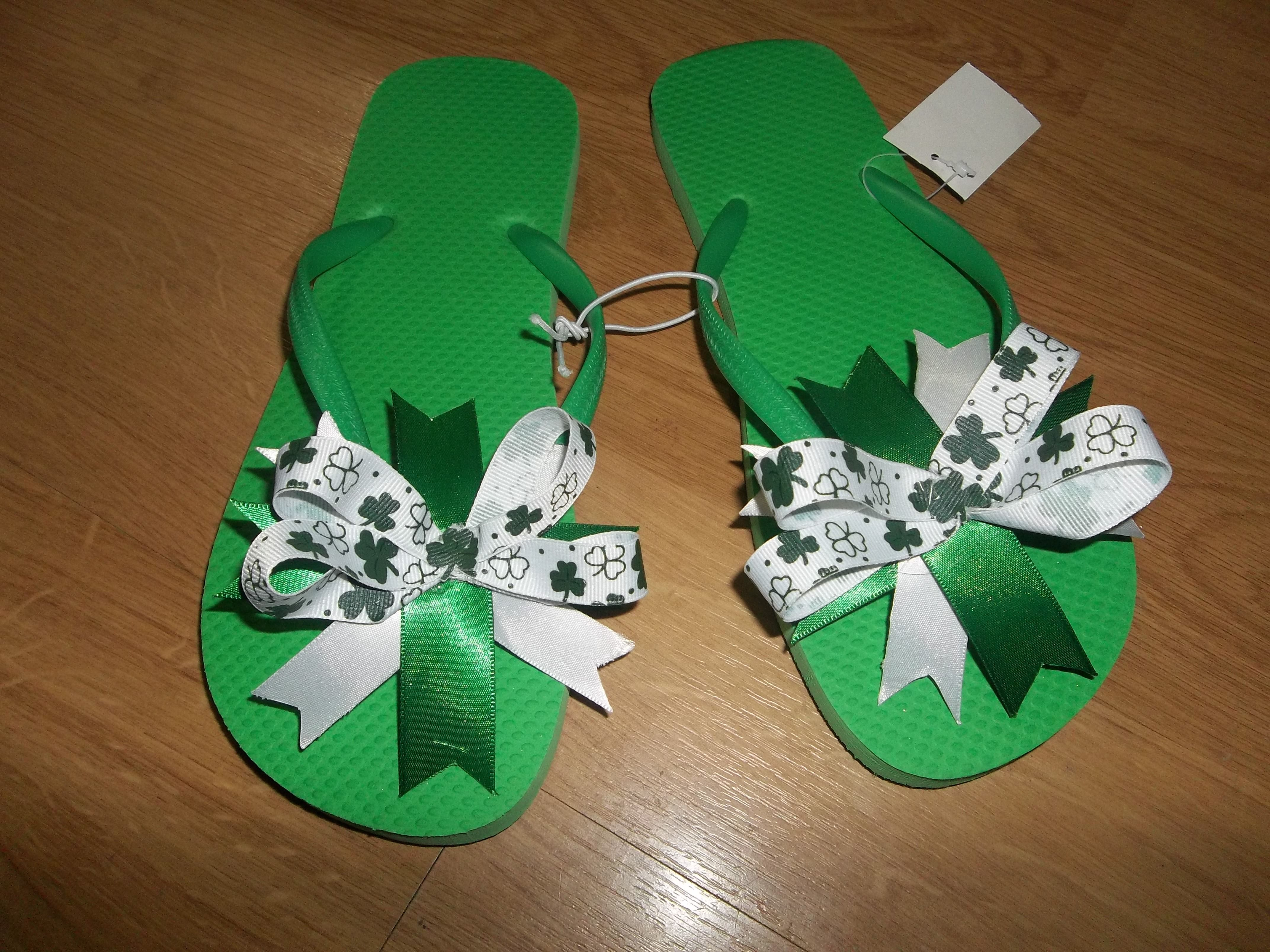 New!  Custom Order  School Spirit  White, Green, Shamrocks  I can even customize yours to match school colors :D  Order yours today: $8+shipping