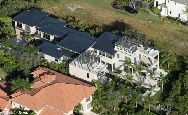 Now They Re Rivals In The Property Market Golfer Rory Mcilroy Spends 6 7m On New Luxury Six Bedroom Florida Mansion Just A Few Miles From Tiger Woods Home Florida Mansion House In The