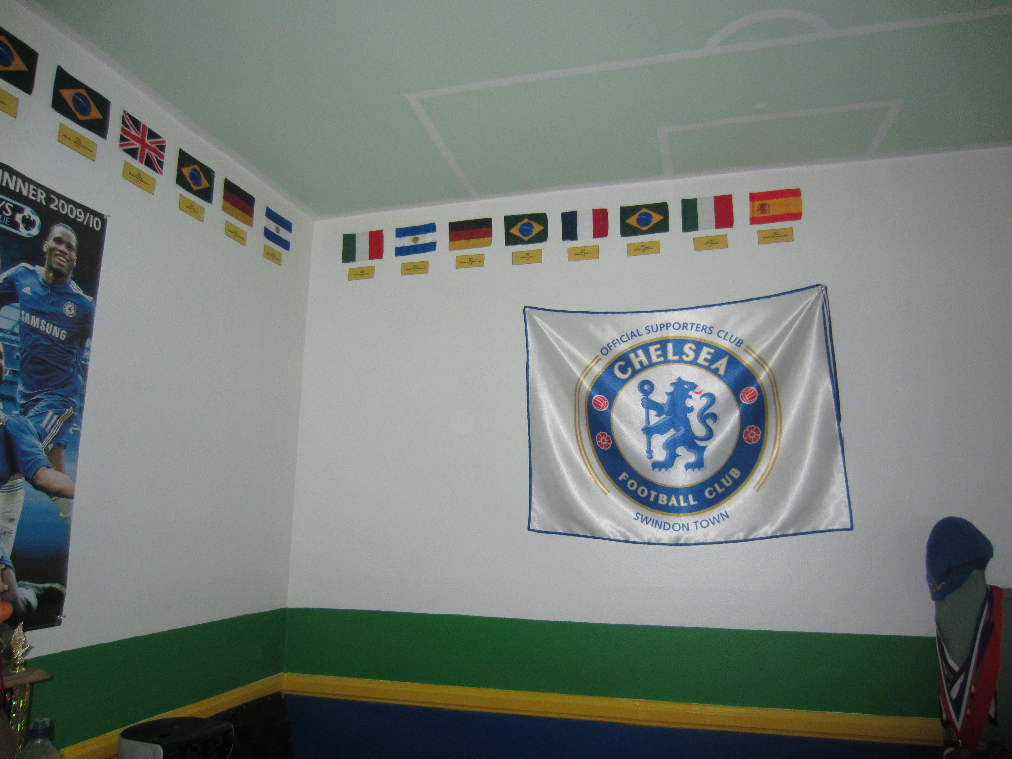 Soccer Fan S Room Flags Of World Cup Winners Around The Edge Of The Ceiling Soccer Field Painted On The Ceiling Soccer Bedroom Field Paint World Cup Winners
