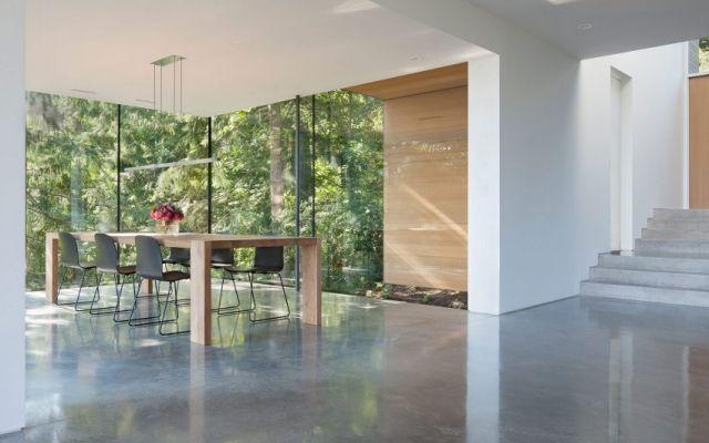 esszimmer modern polierter betonboden volle verglasung Baska