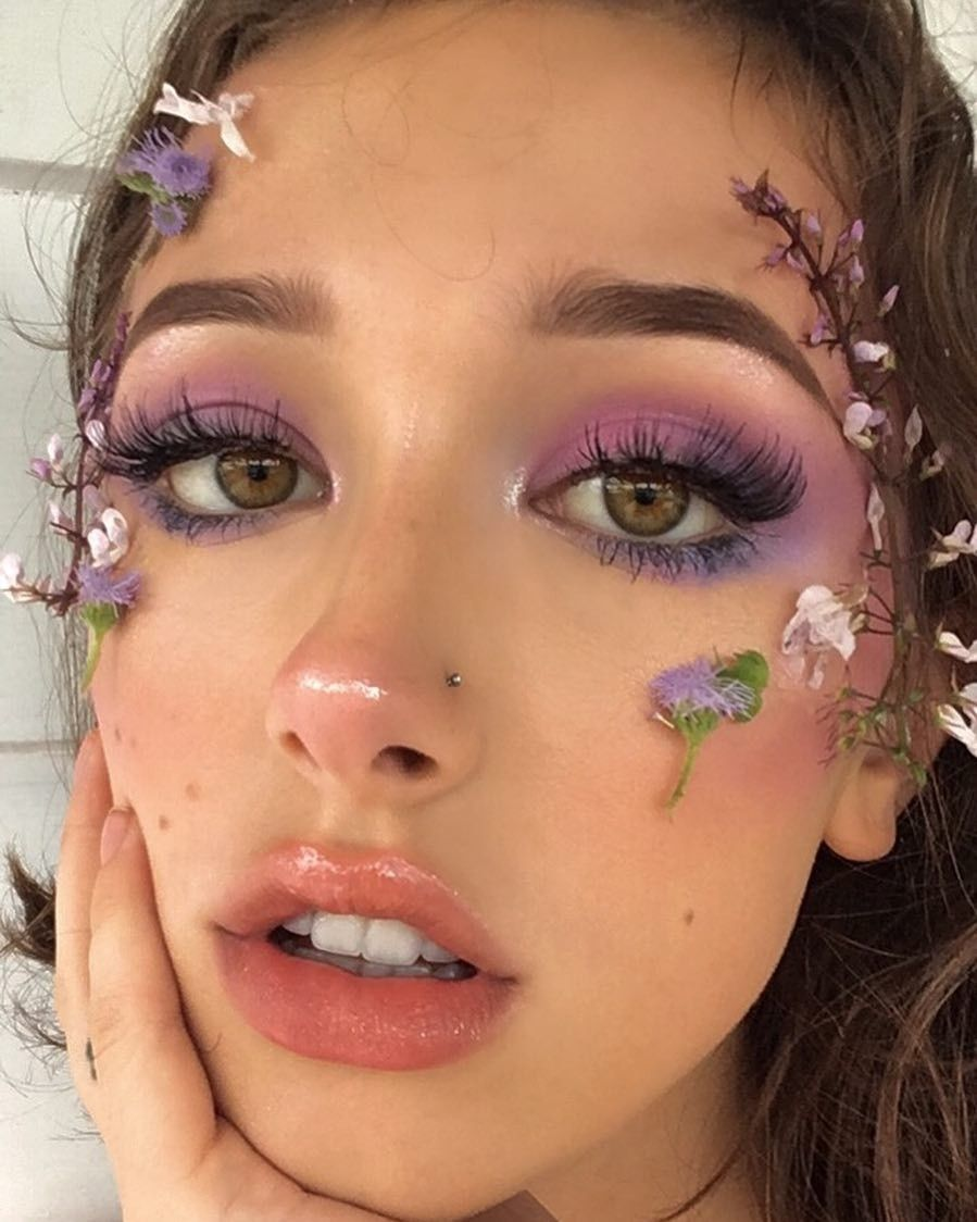 This Is An Interesting Use Of Pastels And Floral Accents Follow My Pinterest At Saraiexquisite Creative Makeup Looks Makeup Photography Makeup Inspiration
