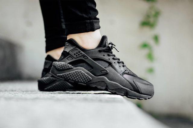 online retailer dcf15 ba395 NIKE AIR HUARACHE WMNS (TRIPLE BLACK) - Sneaker Freaker