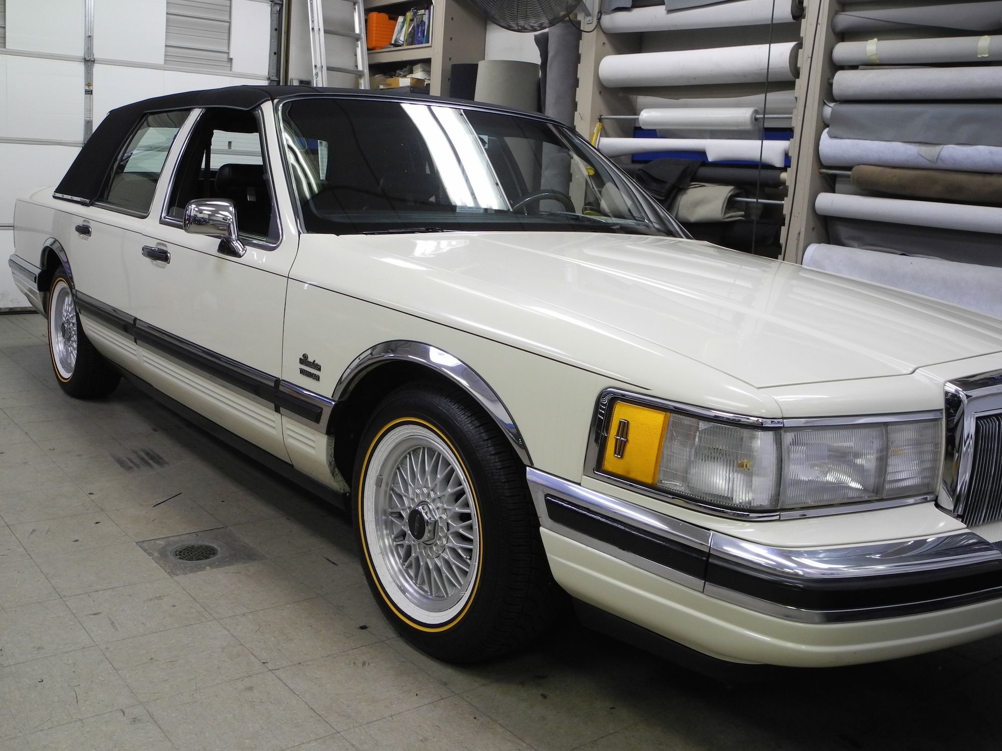 Have You Ever Considered Doing Your Audio Upgrade In Stages The Owner Of This Classic 1990 Lincoln Town Car Was Lincoln Town Car Classic Cars West Carrollton
