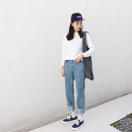 Love This Tomboy 39 Ish Look Style Your Mom Jeans With A Sporty Cap And Some Vans