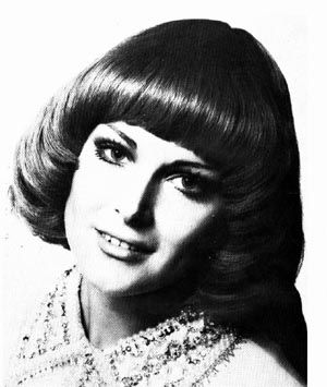 The Page Boy Hairstyle Was Popular 70s Hair 1970s Hairstyles Pageboy Hairstyle