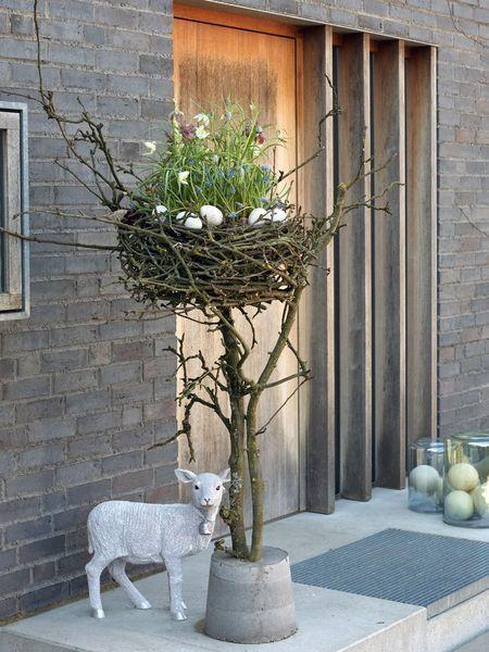 Home & Hobby #voorjaardecoratie Osterdeko: Osternest aus Kirschzweigen mit Früh…