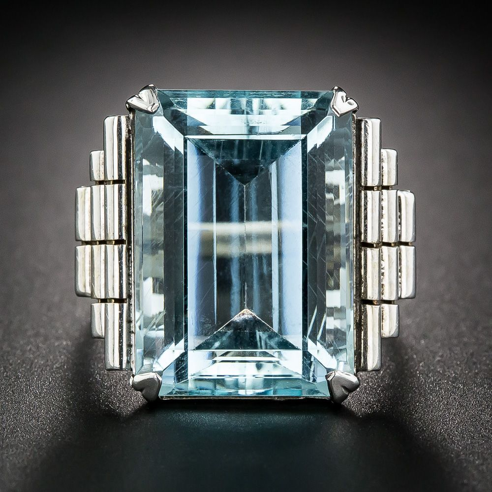 Retro White Gold Aquamarine Ring dates from the 1940s-50s