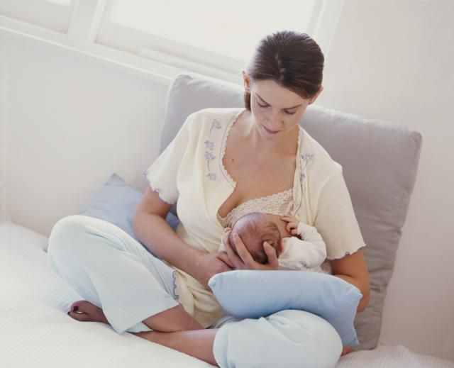 Should You Breastfeed From One or Both Sides at Each Feeding