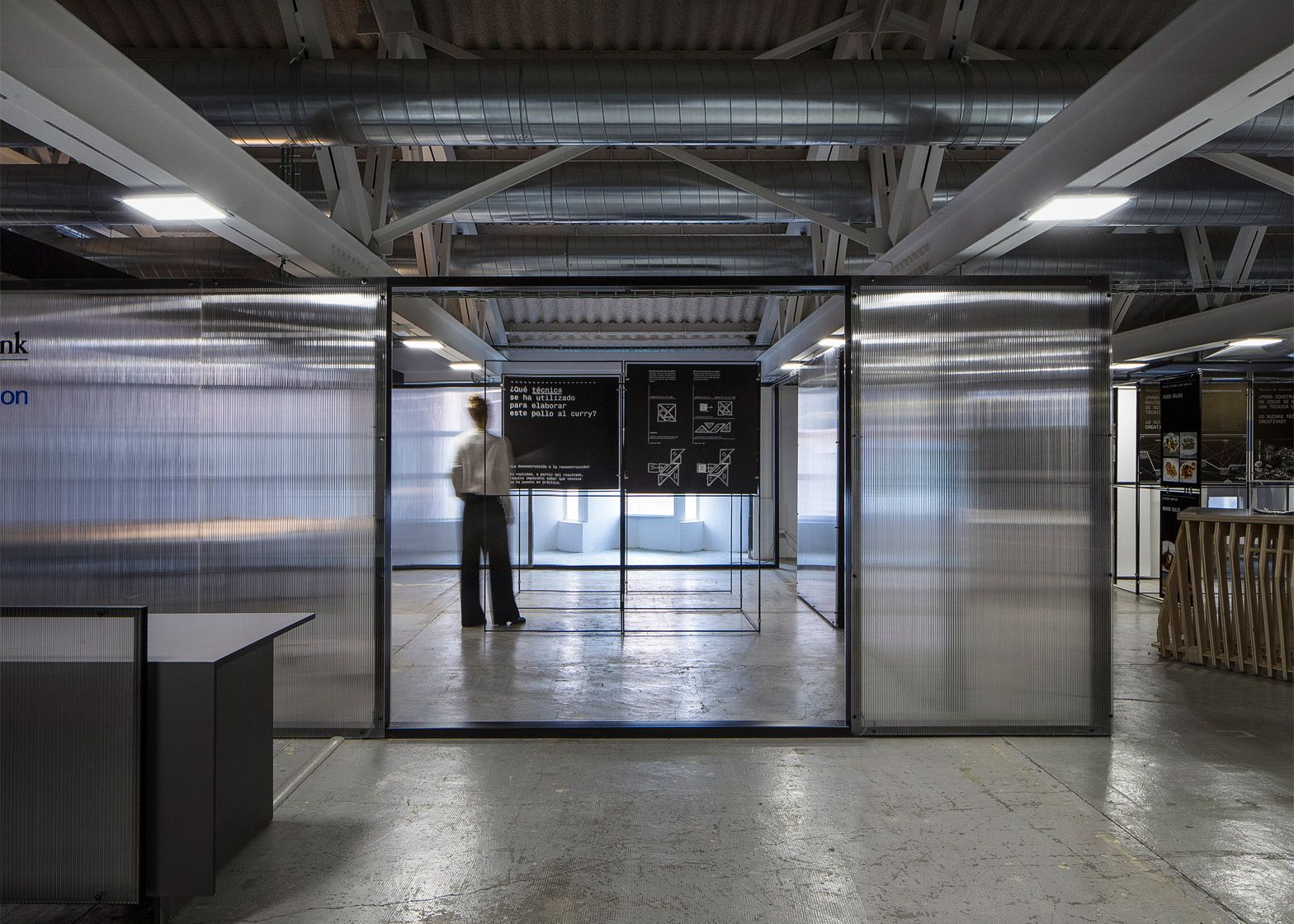 francesc rifé studio used polycarbonate sheets to divide an old