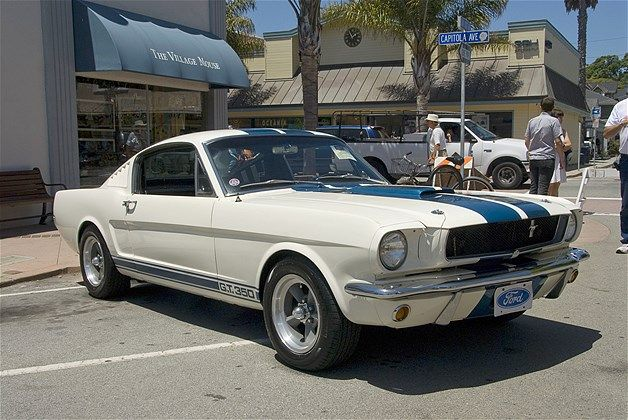 - 1962 - Ford Mustang GT 350 -