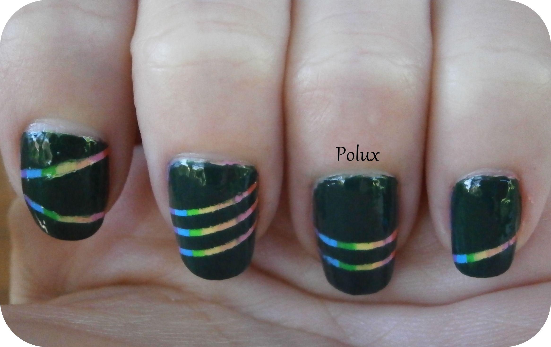 Rainbow stripped nails http://lesonglesenchantesdepolux.blogspot.fr/2013/07/tuto-rayures-arc-en-ciel.html