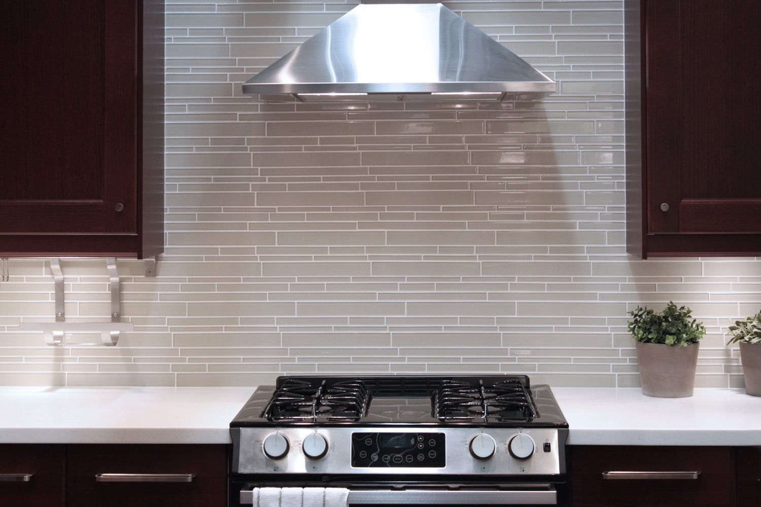 Off white long subway patterned glass tile | Kitchen tiles ...