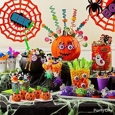 Decoracion con calabazas plasticas para halloween - Decoracion mesa halloween ...
