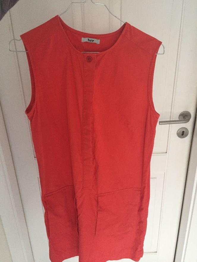 Lej denne rød BZR kjole i str S for kun 15 kr. om dagen på RentAtrend. #BZR #dresses #secondhand #fashion