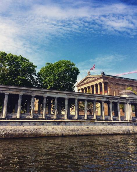 Berlin Museumsinsel An Einem Sonnigen Tag Alte Nationalgallerie Im Hintergrund Foto Von Fashion Bloggerin Christina Key Aus Ber Berlin Fotos Reisen Fotos