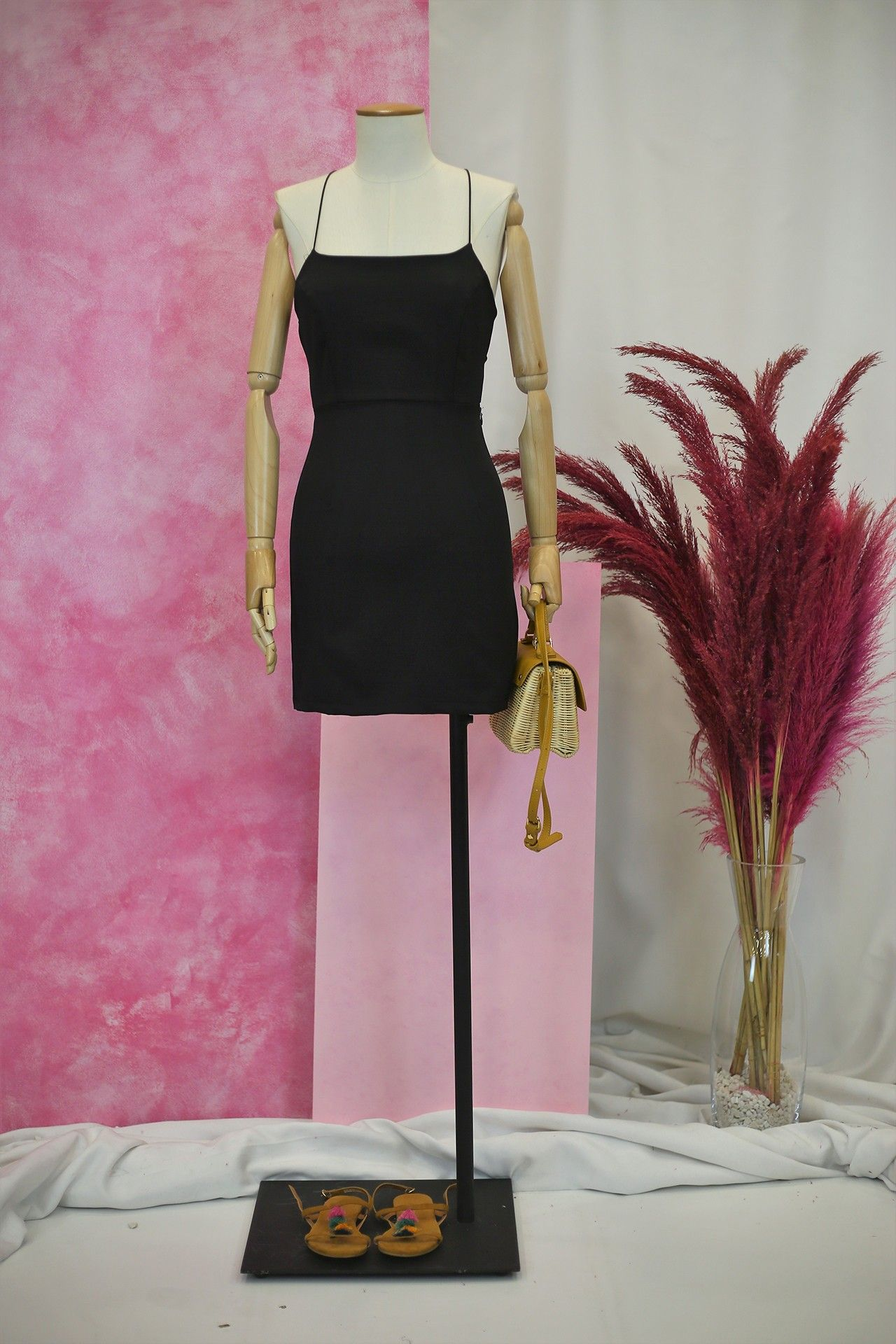 Ince Askili Siyah Mini Elbise 99 9 Ince Askili Siyah Mini Elbise Mini Elbise Elbise Sari Elbise