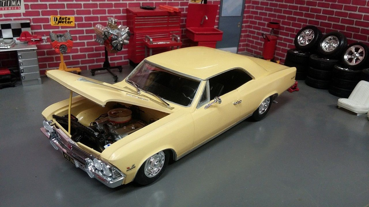 1966 Chevelle Ss In The Garage This 1 25 Scale Plastic Model Kit