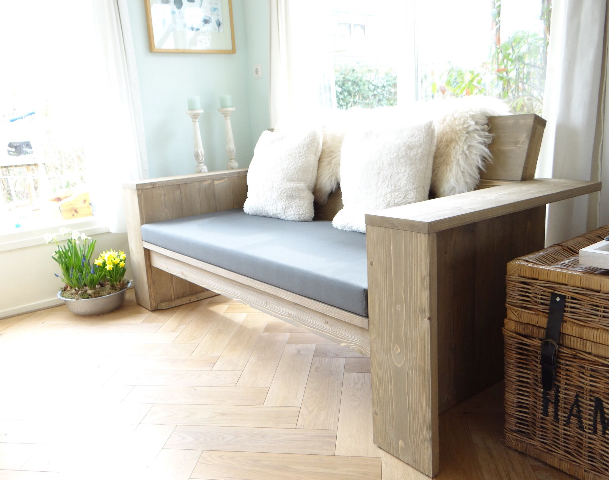Ein Blick in unser Wohnzimmer mit der #Steigerholz Loungebank Hortus ...