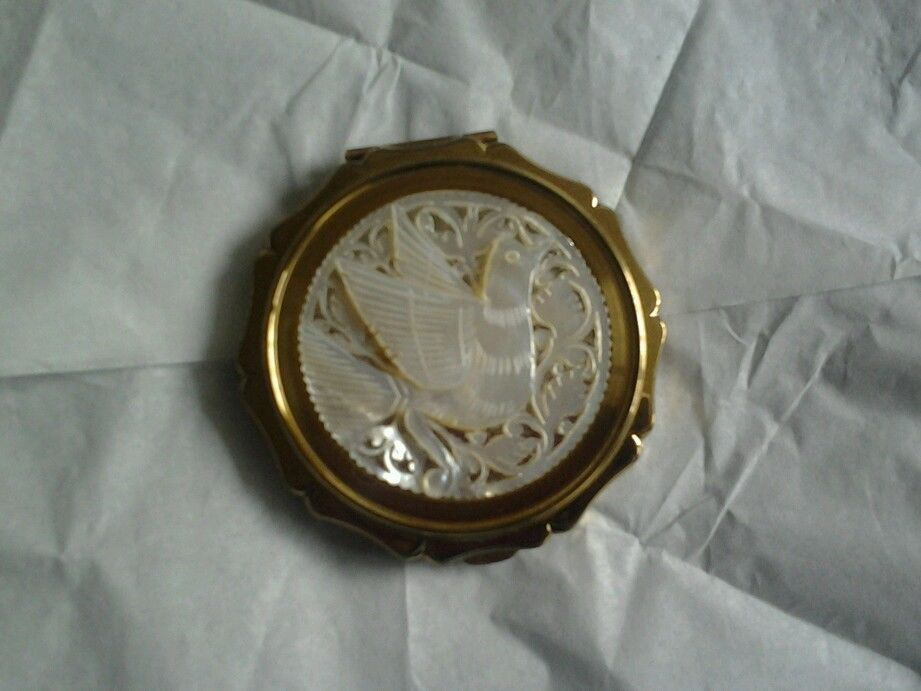 Stratton mother of pearl carved dove vintage powder compact #Compacts