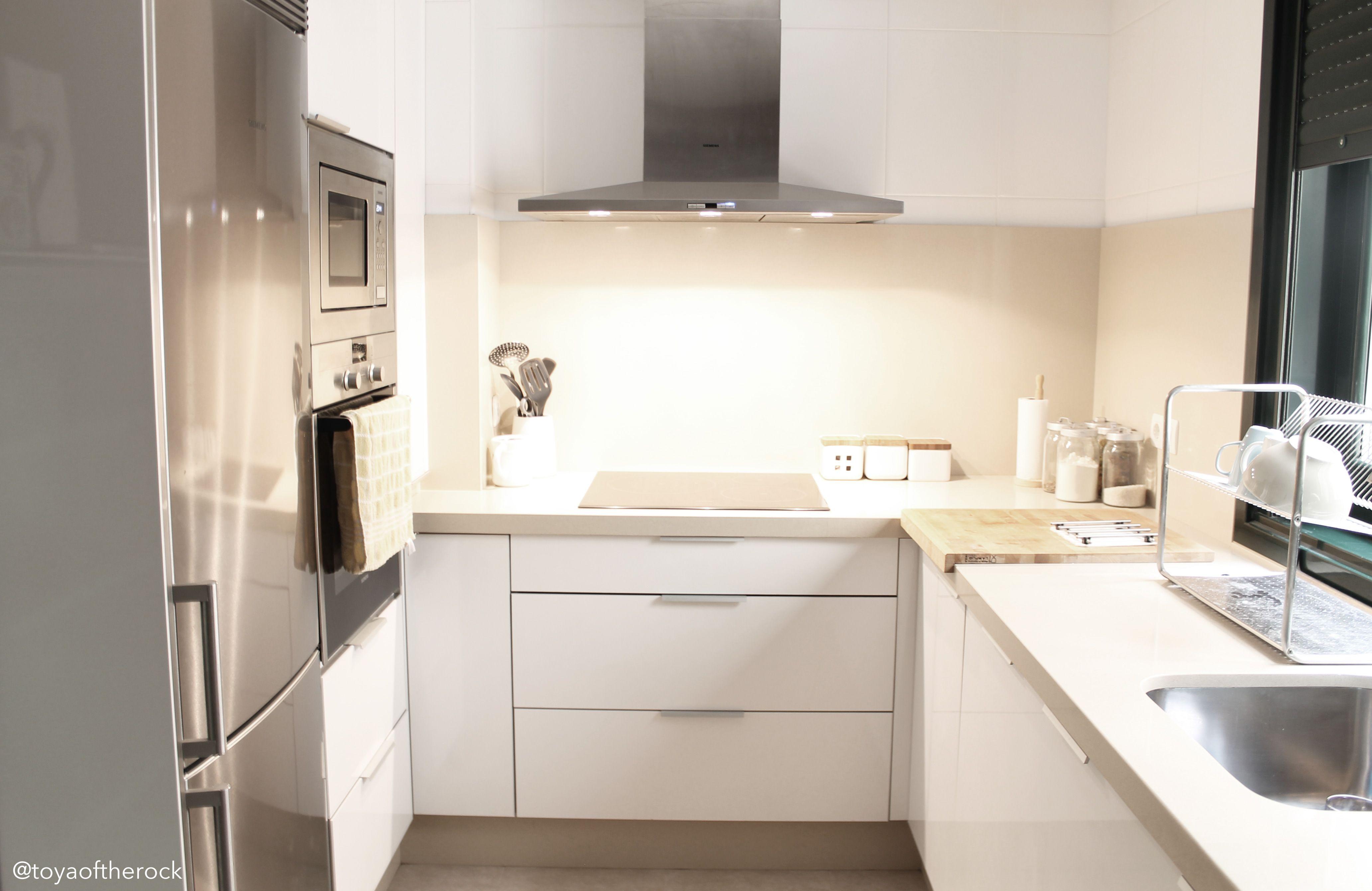 Cocina Blanco Crema Decoracion De Cocina Moderna Decoracion De Cocina Decoracion De Interiores