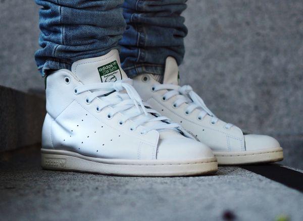 d couvrez la adidas stan smith mid og white green une sneaker mi montante blanche avec des. Black Bedroom Furniture Sets. Home Design Ideas