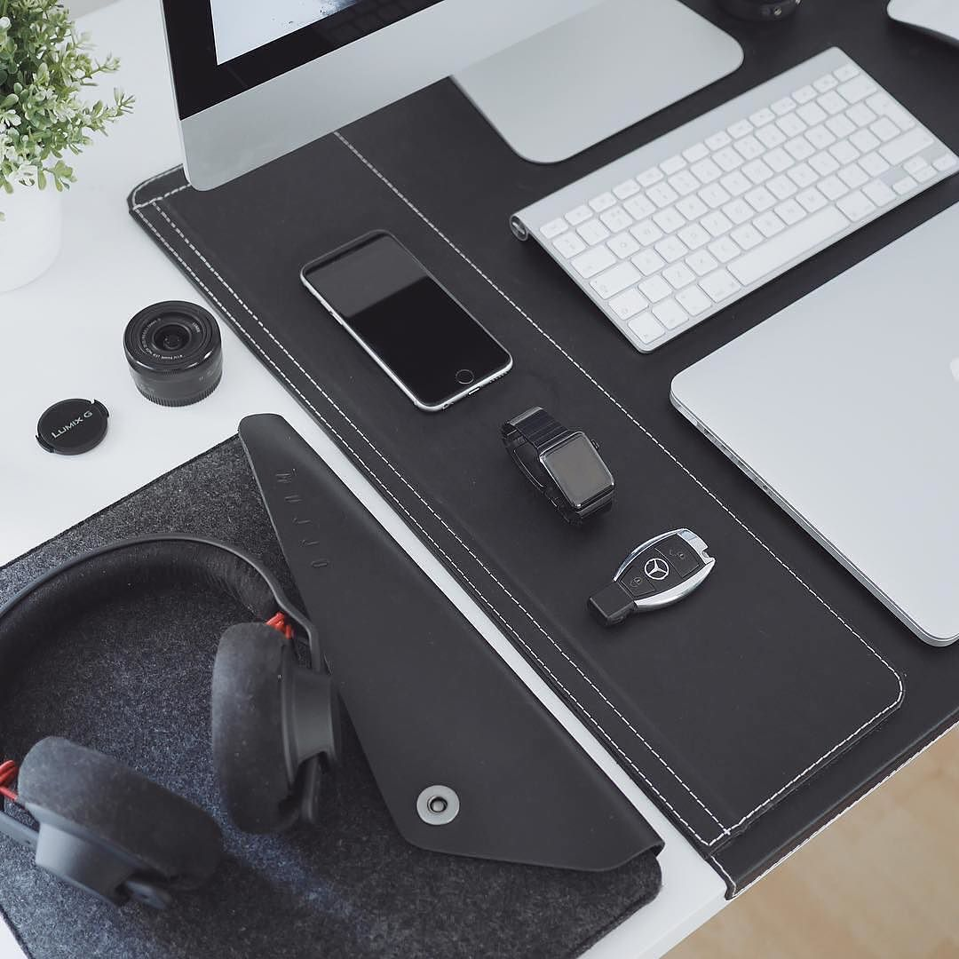 Macbook Sleeve - By @ultralinx - Available on mujjo.com or through resellers worldwide. #mujjo . . .  #macbooksleeve #macbookair #deskdecor #workplace #travelgoods