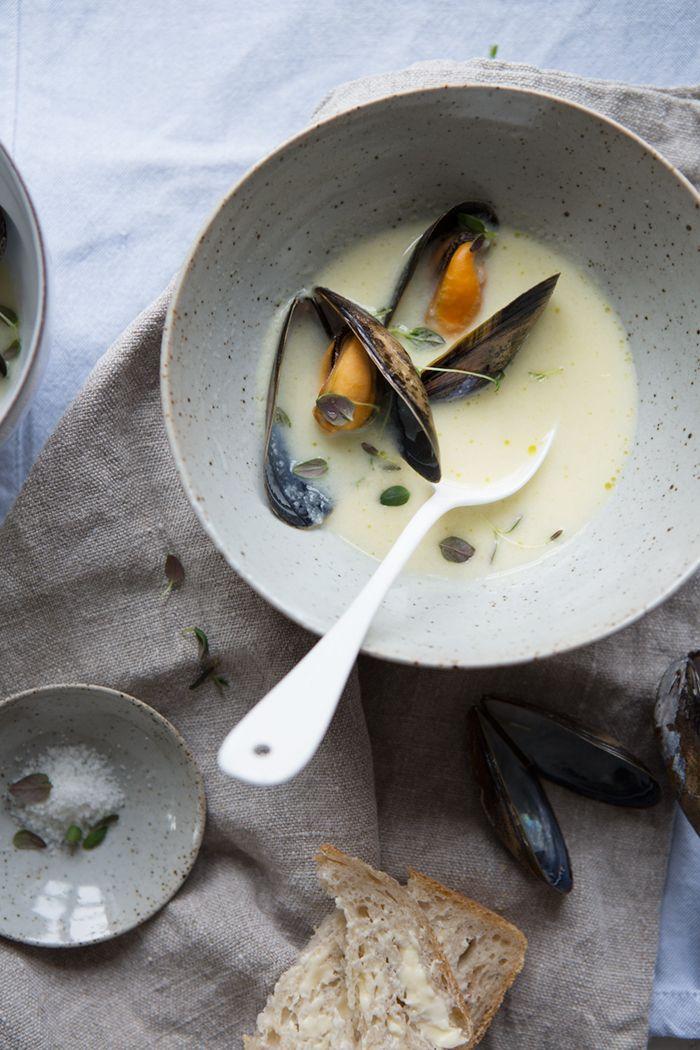 Jerusalem artichoke soup with steamed blue mussels :: Sonja Dahlgren/Dagmar's Kitchen