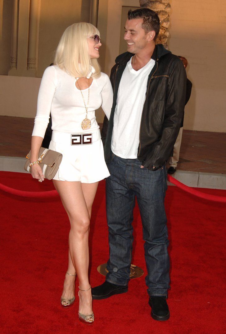 A Look Back At Gwen Stefani And Gavin Rossdale S Sweetest Moments Gwen Stefani Style Evolution Of Fashion Gwen Stefani