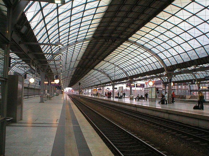 FileTrain station BerlinSpandau.jpg Spandau, Metro