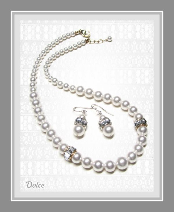 Vintage white pearls