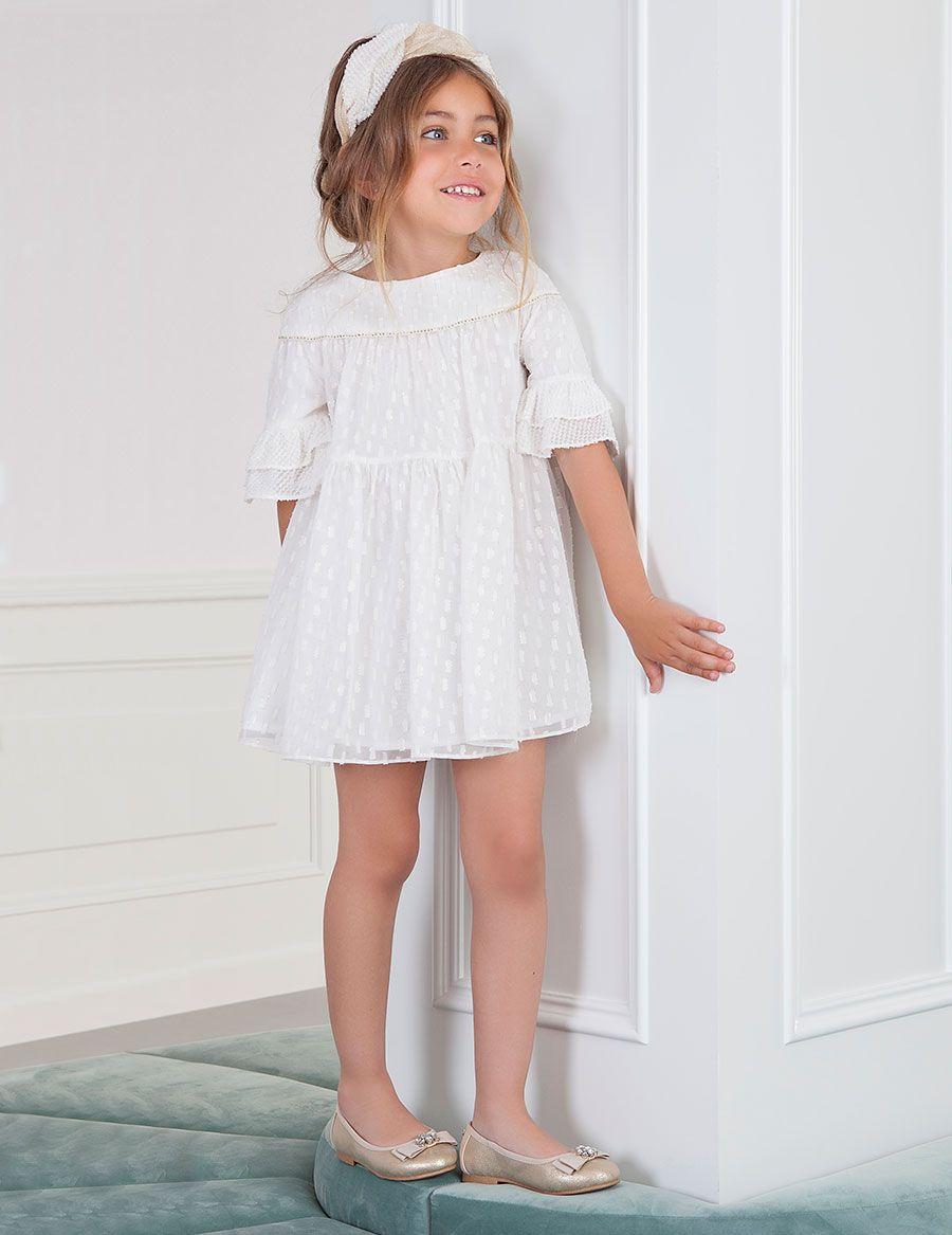 c6e63955ab Vestido para niña de ceremonia confeccionado con tul fantasía color blanco  roto con detalles en dorado