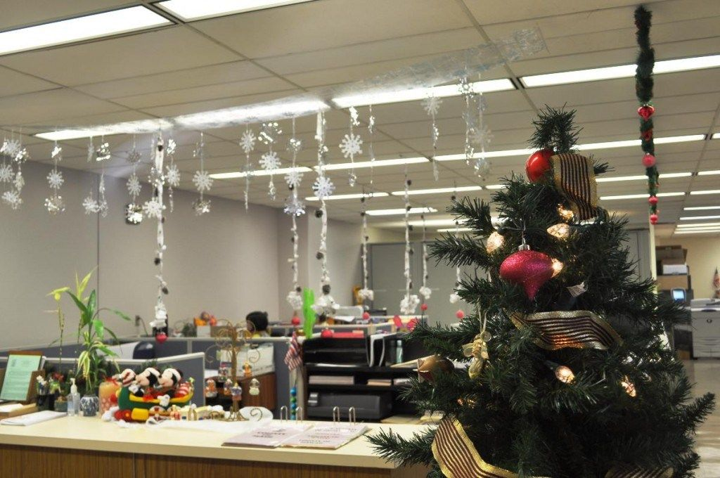Christmas Themes For The Office Office Christmas Decorations Christmas Themes Decorations Office Christmas Decorating Themes