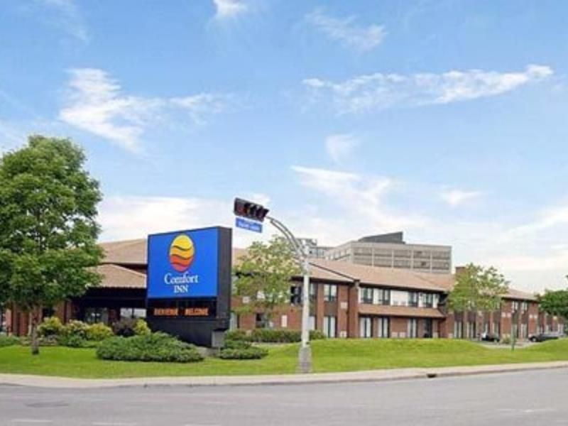 Montreal Qc Comfort Inn Montreal Aeroport Pointeclaire Canada North America Set In A Prime Location Of Montreal Qc Comfort Montreal Qc North America Inn
