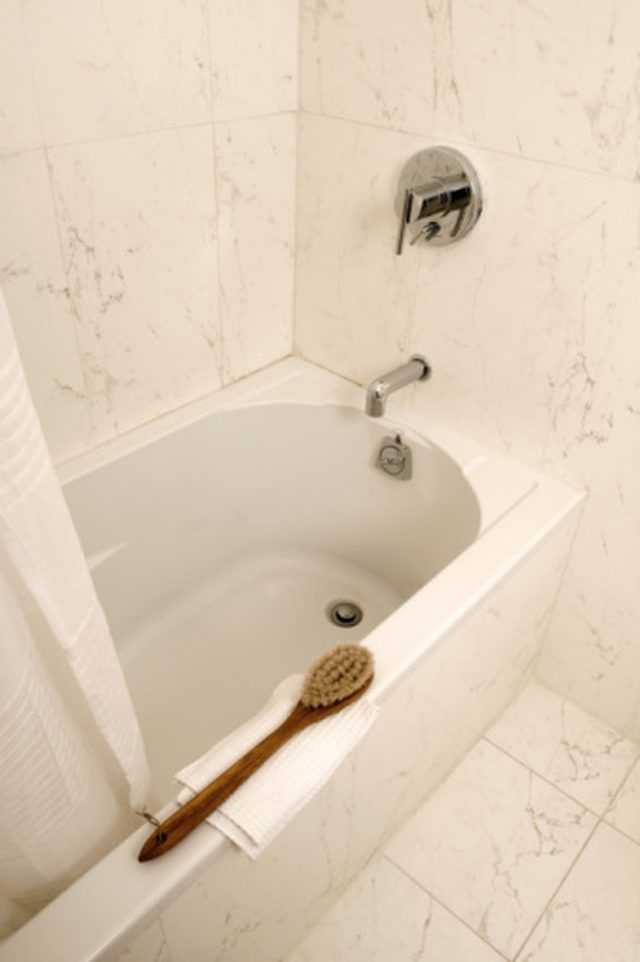 How to Remove Well-Water Stains From a Bathtub | White vinegar ...