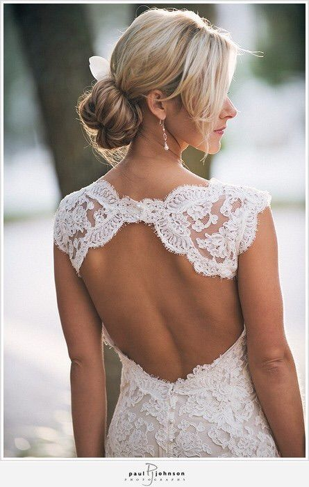 Imagen vía We Heart It #backless #dress #fashion #hair #knot #lace #wedding #highneck