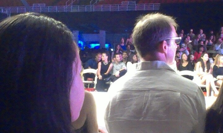 El gimnasta Tommy Ramos junto a su novia en el Puerto Rico High Fashion Week 2012.